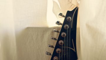 guitar-2625847_1920